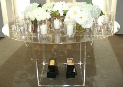 Acrylic Table Wedding EDIT RESIZED 700 x 480